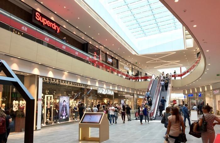 elnos-shopping-boom-a-roncadelleoltre-30mila-presenze-nel-primo-giorno_7ea0c5b0-80ed-11e6-b569-3f132288dc11_700_455_big_story_linked_ima