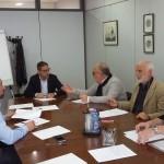 Douglas Sivieri (Api) firma l'accordo con i sindacati