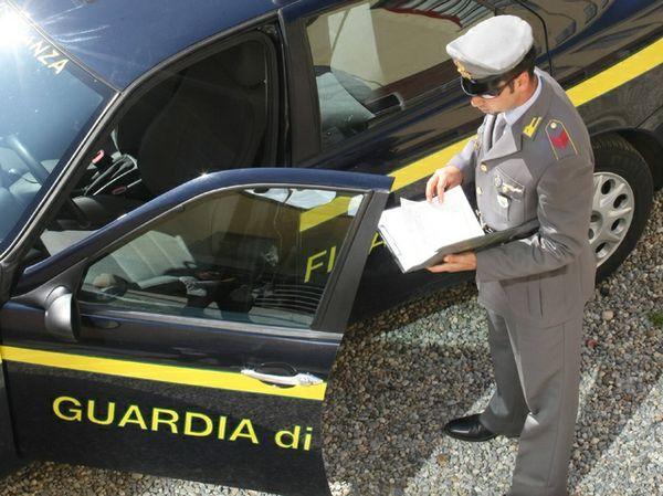 Operazione della Fiananza in una nota disco del Garda